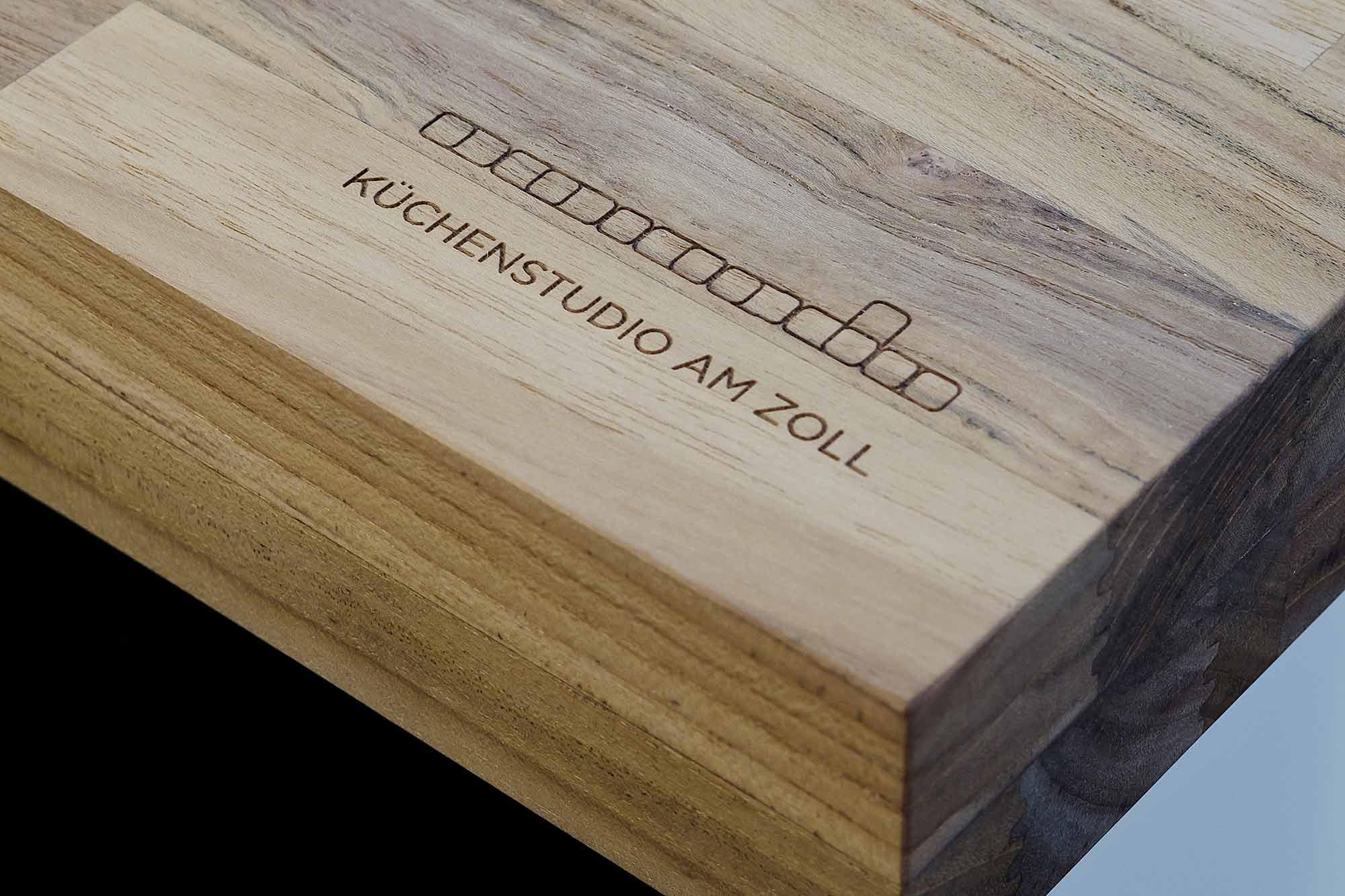 Kuechenstudio-Logo-Branding_Holzplatte